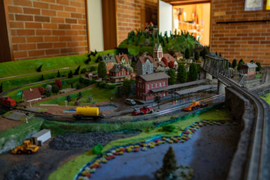 Modelleisenbahn Spielezimmer